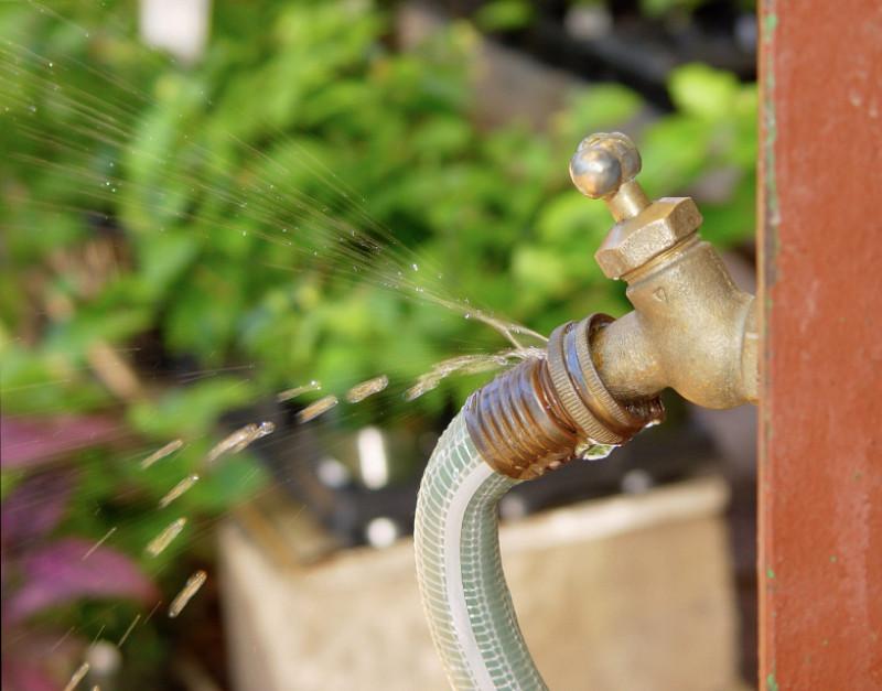 Cambiar la unión de un grifo de jardín.
