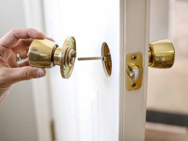 Cambiar una manija de la puerta interior