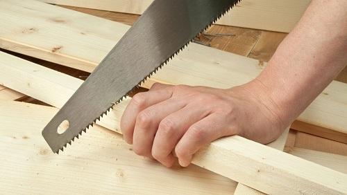 Cortando madera con una sierra de mano: cómo se hace …