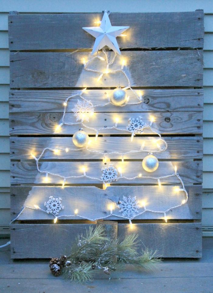 Hacer decoraciones navideñas en una paleta.