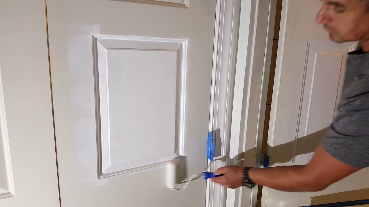 Pintando una puerta interior.