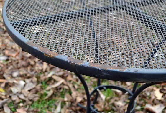 Renovar una superficie metálica: pintura descascarada …