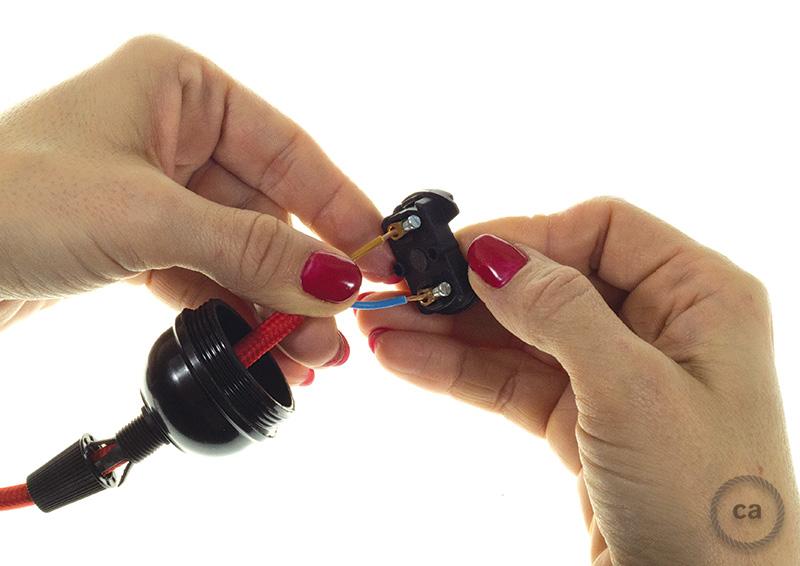 Como hacer la coneccion electrica de un bombillo, foco o ampolleta