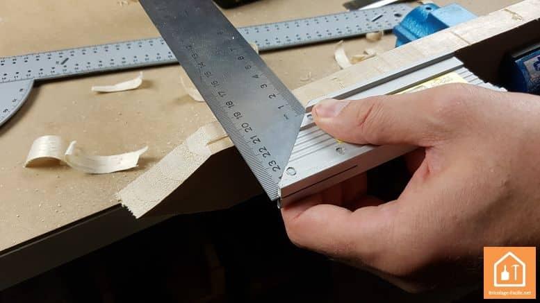 Espada de madera-El borde trazado de la hoja