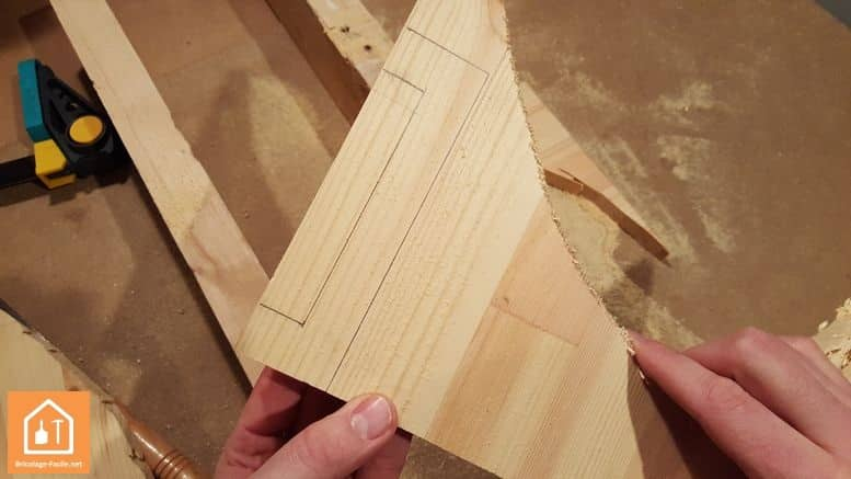 Haga un escudo de madera-el resto de la tabla con el mango