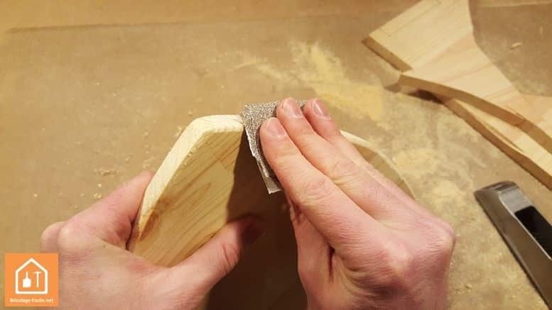 Haciendo un escudo de madera-lijado