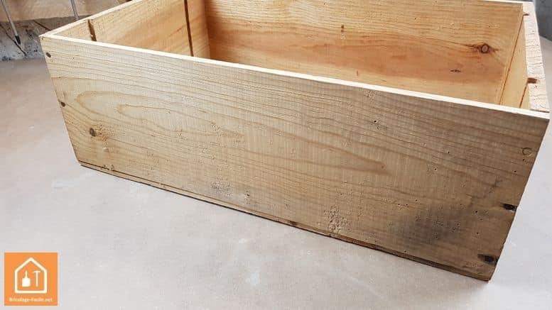 Nicho para gatos con una caja de madera-Limpie la caja
